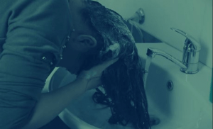 Using kitchen sink to wash hair is fast